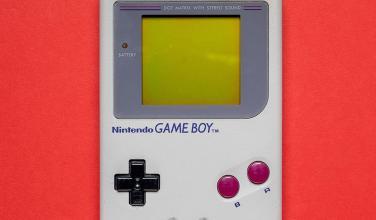 Ve este genial estuche con forma de Game Boy para los AirPods de Apple