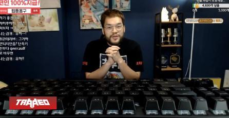 Pro de Starcraft juega con un teclado mecánico gigante mientras transmite