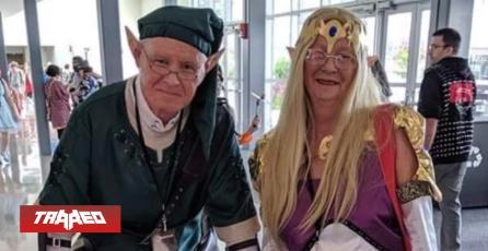Pareja de abuelos demuestra su amor junto a cosplay de Zelda
