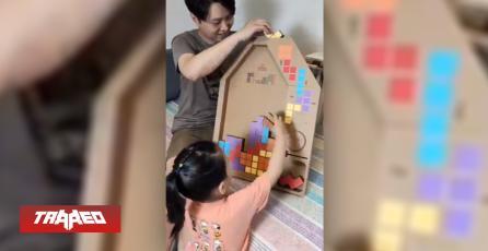 Padre crea Tetris de cartón funcional para su hija