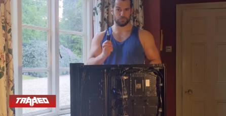 Henry Cavill arma su PC Gamer al ritmo de Barry White y solo podemos enamorarnos más
