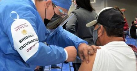 Liberan a jugadores de <em>FIFA</em> que se disfrazaron para vacunarse contra el COVID-19