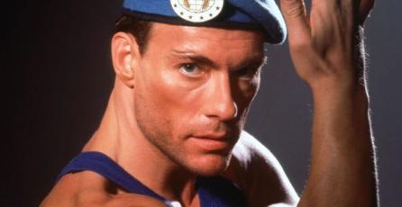 Jean-Claude Van Damme presume el regalo de un fan de <em>Street Fighter</em>