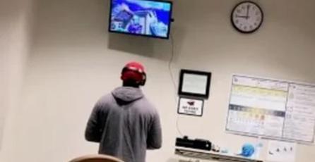 Su novia iba a dar a luz; él llevó su Xbox al hospital para jugar <em>Fortnite</em> mientras su hijo nacía