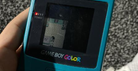 """""""Un glitch en la matrix"""", sujeto encuentra el Game Boy de su infancia en la tienda de una expo de videojuegos"""