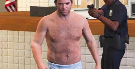 Un hombre desnudo deja de jugar <em>GTA</em> para detener a un ladrón de autopartes