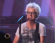 REO Speedwagon performs Roll With The Changes