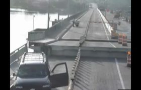 CCTV: Driver distracted jump a drawbridge in Florida