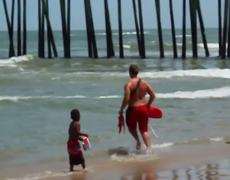 VIRAL: Beach Lifeguard Fail