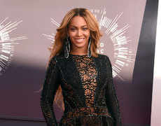 Bow Down! Beyonce Covers Vogue