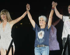Taylor Swift Has Pretty Woman Moment With Julia Roberts