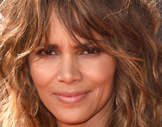 Halle Berry is our Abs-piration!