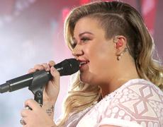 Kelly Clarkson is Pregnant Again!