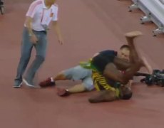 Chinese Cameraman falls on Usain Bolt