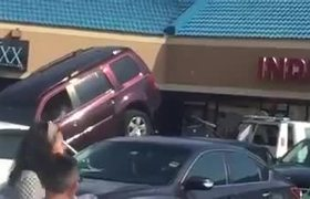 #VIRAL - Guy trying to get out of being towed.