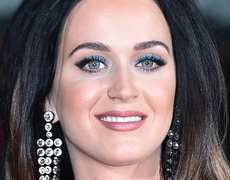 Katy Perry's Cleavage Steals the Show!