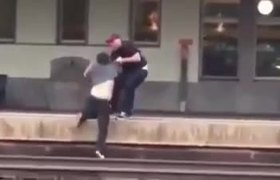 #ShockingVideo - Almost run over two men fighting on train tracks