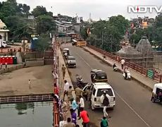 #VIDEO - Police jumps from bridge to save suicidal