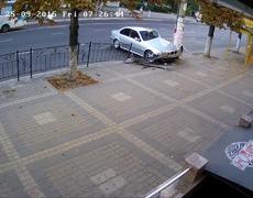 Estudiante se salva a segundos de ser atropellado
