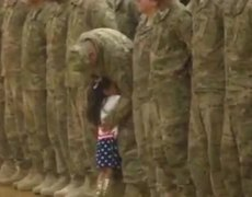 #VIRAL - Little Girl Interrupt Army 'Welcome Home' Ceremony to Hug Her Dad