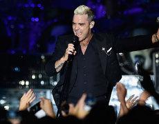 Robbie Williams Flirts with Fan, Instantly Regrets It!