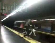 Cyclist falls to the subway tracks in Spain