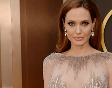 Angelina Jolie's Mom Asked Doctors to Remove Daughter's Ovaries