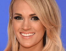 Carrie Underwood Stuns at CMAs!