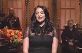 Cecily Strong Opens #SNL With Paris Attacks Tribute