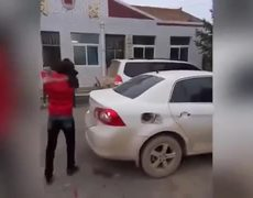 Wreck the car to her husband when he learned that he was unfaithful