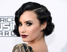 Nail of the Day: Demi Lovato's AMAs Glam Mani!