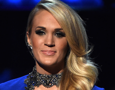Carrie Underwood Stuns for Sinatra!