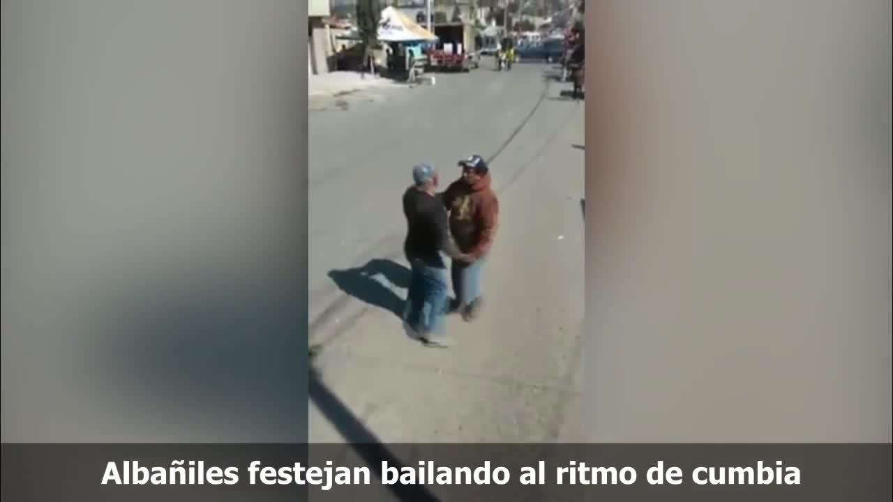Albañiles Gay builders celebrating the rhythm of cumbia - videos - metatube