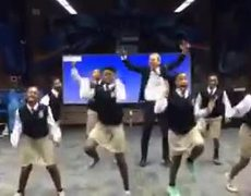 VIRAL - Teacher and his students dance to the rhythm of Bet you can do it like me