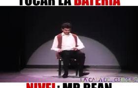 Mr Bean Toca la batería nivel profesional!