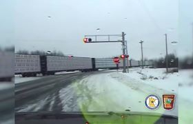 #VIDEO - The shocking collision between a truck and a train in the United States