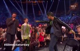 John Stamos Gets Slimed At 2016 Kids' Choice Awards