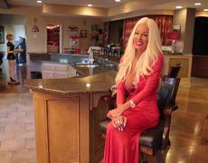 Madre gasta medio millón de dólares para lucir como Barbie