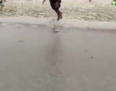 #VIRAL - Make a dive with the sea in retreat is really a bad idea