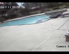 #CCTV - 5 year old girl saves her mother from drowning
