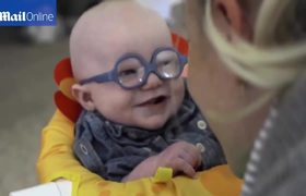 #VIRAL #CUTE - Reaction of a baby to see his mom for first time