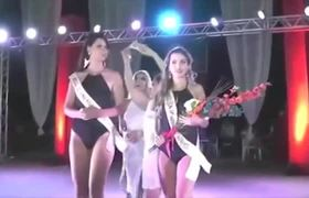 Crown mistakenly another queen in beauty contest in Brazil