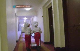 ¡Camila y Melanie sufren para entregar la comida!