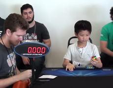 Niño de 6 años armar un Cubo de Rubik en menos de 30 segundos