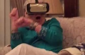 #VIRAL - Grandma Freaks Out Trying Virtual Reality