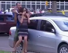 Man threatens woman with knife in front of the Buriti Palace Brazil