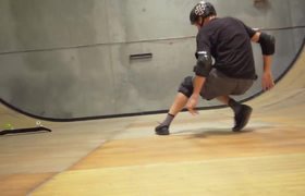 #VIRAL - Tony Hawk, turns around 900 degrees on skateboard