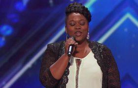 AGT 2016 - Moya Angela: Las Vegas Teacher Slays Audition With Powerful Voice