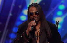 AGT 2016 - RL Bell: 50-Year-Old Singer Impresses Crowd with His Voice and Muscles