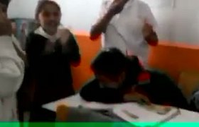 #VIDEO: Humillan y golpean a niña en salón de clases de Tlaxcala